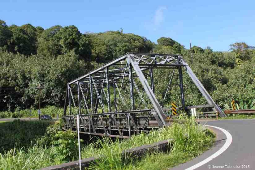 A one-lane bridge in Hawaii scanning an inlet below