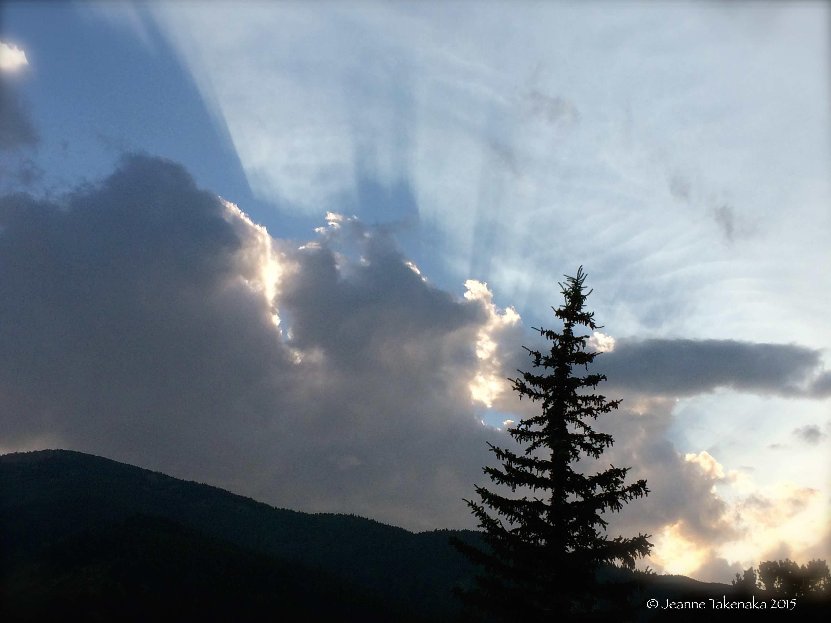 Mountain sun rays