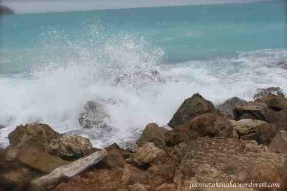 crashing-wave-dissipating