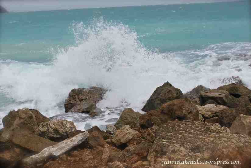crashing-waves-on-rocks