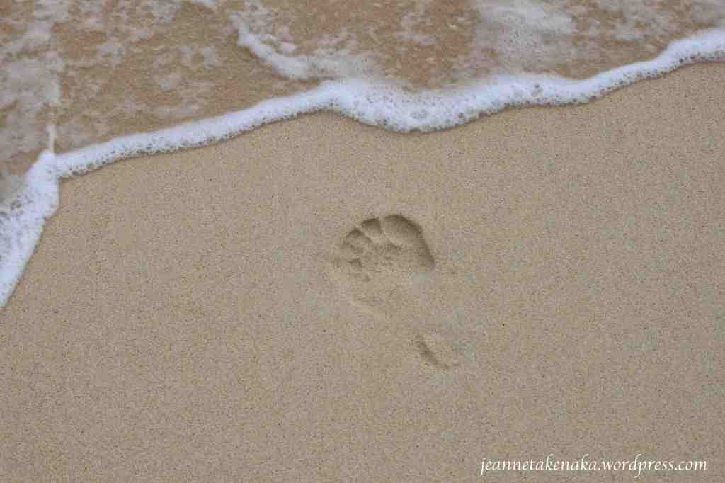 footprint-facing-waves