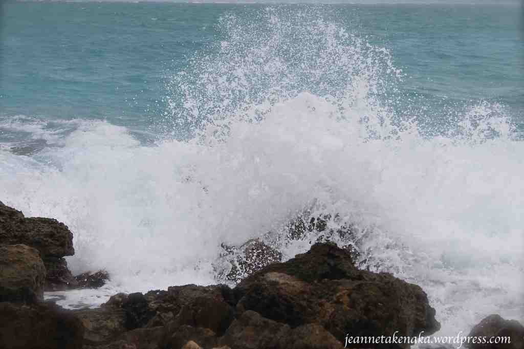 wave-crash-on-rock